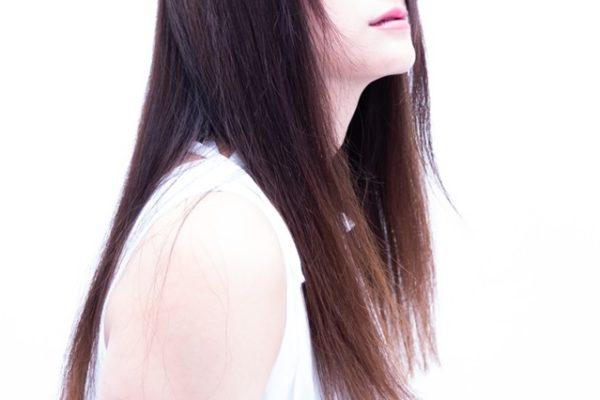 白髪は抜くと増えるって本当なの?